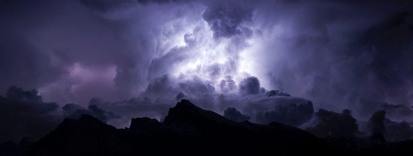 Ubimet Wetter - Schwere Unwetter am Montag: 55.000 Blitze, Riesenhagel und ein Tornado