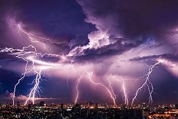 Einmalige-Datenqualität-Wolke-Boden-und-Wolke-Wolke-Blitze