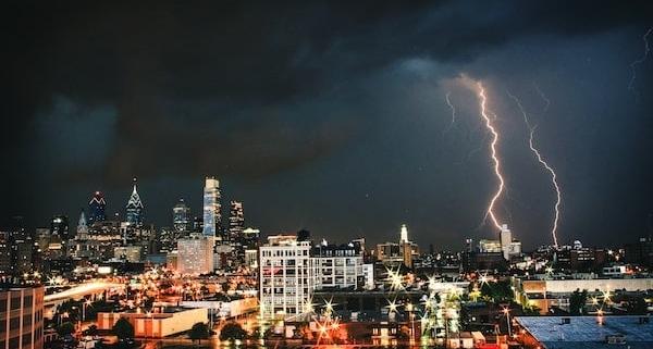 Korrelation-zwischen-Blitzereignissen-und-Schäden